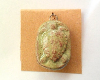 Small Sea Turtle Pendant Finding, Desert Grass Stoneware Clay