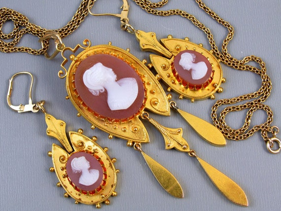 Antique Victorian Etruscan Revival 21k hardstone sardonyx cameo demi parure set brooch pendant and earrings