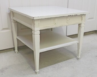 Lamp Table, Vintage Bassett, Distressed White Cottage Style - TB403 Shabby Chippy Farmhouse Chic