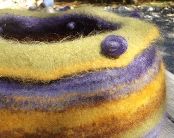 ready to SHIP! wool cat bed felted kitty kave
