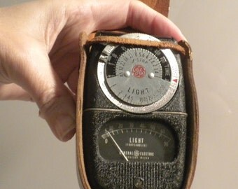 GE Light Meter / Exposure Meter Type DW-68 with Leather Case - Vintage Photgraphy