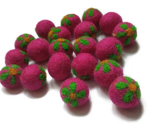 Felt Balls Fushia and Green Flower - 10 Pure Wool Beads 20mm