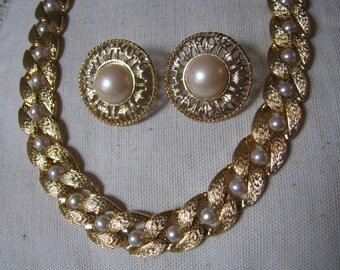 Vintage goldtone pearl link Napier necklace, Napier necklace earring set, faux pearl textured goldtone necklace clip earrings set,