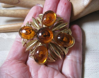 Vintage big amber look brooch pin,  cognac color big glass goldtone brooch pin, 5 glass citrine color goldtone big brooch pin, autumn pin