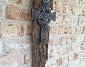 Aged Barnwood & Iron Cross /Shabby Chic /Beach House Decor Cottage