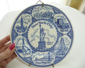 New York City Souvenir Plate, Blue and White Plate, World Trade Center, Vintage Collectible, Statue Of Liberty, Plate Holder, United Nations