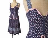 vintage 70s dress / lace up dress / Prairie floral dress / 1970s dress ..  xs
