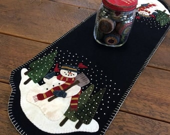 Snowman for Hire Table Runner Pattern by Primitive Gatherings