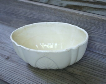 Vintage Mid Century USA Off White Planter / Shabby Chic / Cottage Chic / Collectible