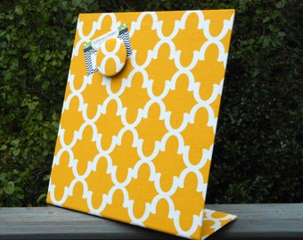 Graduation Gift, Magnet Board, Dorm Decor, Vision Board, Yellow Quatrefoil, Countertop Organizer, kitchen organizer, magnetic picture frame