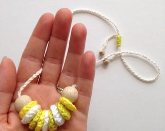 Crochet necklace; green, yellow and white