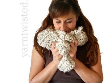 Chunky Knit Scarf, Off White Tweed Chunky Crocheted Infinity Scarf, Women's knitted scarf, Chunky cowl, Fashion accessories