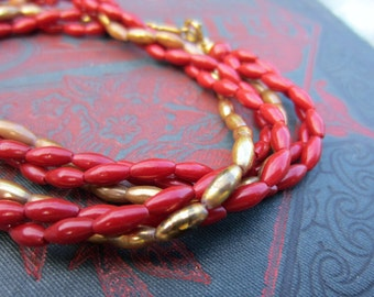Red and gold beaded necklace. Short vintage necklace. Twisted beaded necklace. Red and gold. Lightweight. Gryffindor colors.