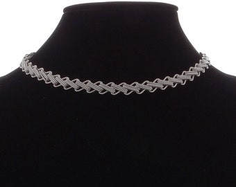"""Vintage MONET signed silver tone 16"""" necklace in great condition, appears unworn"""