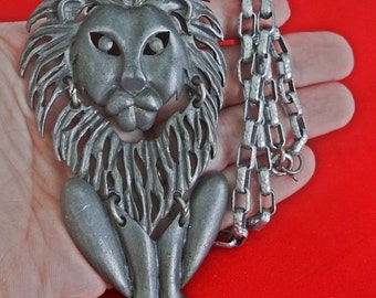 "20% off sale Vintage 21"" silver tone necklace with 3.5"" attached LION pendant in great condition"