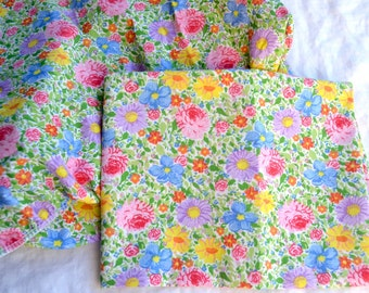 Vintage Bed Sheet and Pillowcase - Garden Floral Multi Colored Pastel - Twin Fitted
