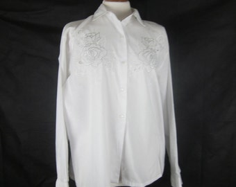 1980s Vintage White Embroidered Cutwork Blouse