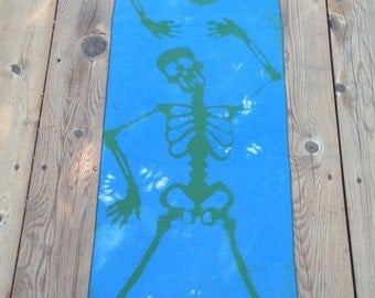 Mr. Skeleton Head Blue/Green Kona Cotton Reusable Table Runner
