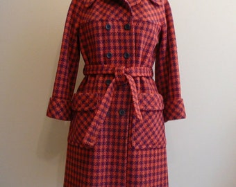Vintage 1960s Red Coral Wool Tweed Ladies Coat Jacket S/M