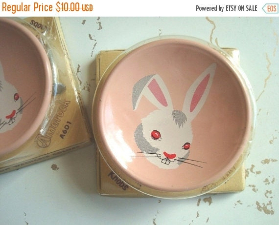 Peter Rabbit drawer pull, drawer knob, 1950s bunny rabbit, enameled steel, pink dresser knob, childs bedroom decor, original package