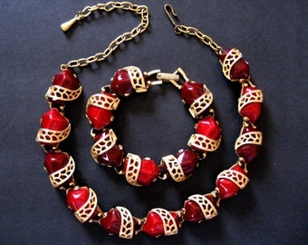 25% off with coupon code HOLIDAYHAPPINESS2.  1950s crimson cabochons link necklace and bracelet. Gold tone filigree links.