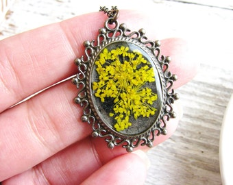 Flower Necklace Queen Anne's Lace Necklace Yellow Pressed Flowers Botanical Jewelry Resin Jewelry Nature Inspired Garden Gift Bridal Jewelry