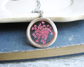 Queen Anne's Lace Necklace, Pink Pressed Flower Necklace, Botanical Resin Jewelry, Bridal Nature Inspired Necklace, Garden Cottage