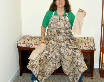 Pottery Apron with Ultimate Coverage Split Leg Panel Prairie Grass Camouflage Tan Towels