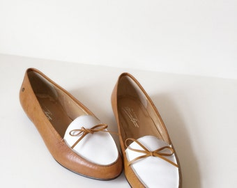 Vintage Woman White Brown Leather Loafer Flat Shoes | Size 5 | 1980s