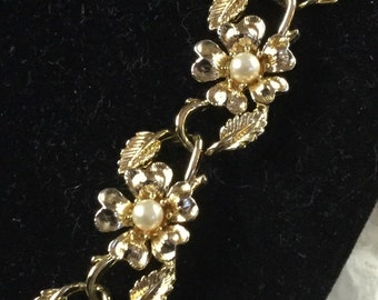 delightful coro style 1950's floral necklace unsigned