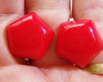 vintage small red five sided red clip on earrings 615C3