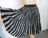 1950s Mexican Circle Skirt Vintage Black and White Size M