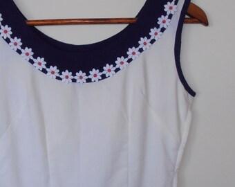 daisy...1960s vintage handmade dress with daisy trim