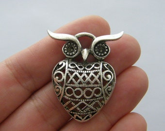 2 Owl charms antique silver tone O86
