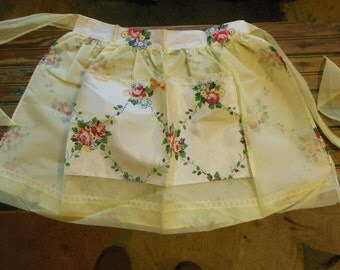 Fancy Apron  Red Roses , Reversible Glamore  50s