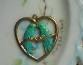 N48Q Vintage brass Charm Birds Patina Green Blue Bird Bluebird Heart Kissing