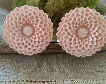 Flower Plugs, Wedding Gauges, Large Plugs, Antique Pink, Mums, Chrysanthemums
