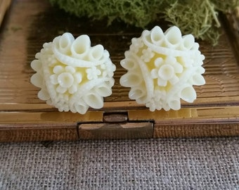 Flower Plugs, Wedding Gauges, Prom Gauges, Cream Flower Bouquet