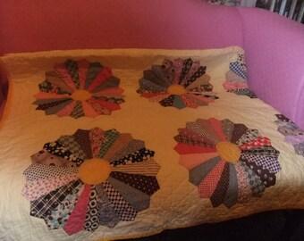 Beautiful Handmade  Dresden Plate Quilt