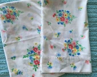 Vintage floral pillowcase set