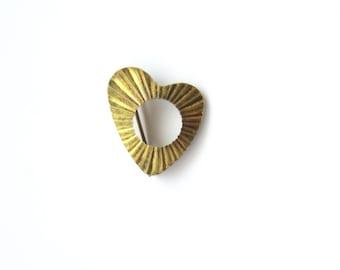 vintage brooch, gold tone, heart shaped, modernist design, mid century style, vintage costume jewelry, grandma style, vintage pin