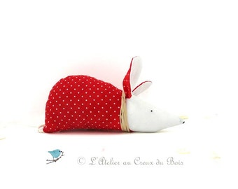 Red organic lavender sachet with white polka dots for the mouse Zoe by L Atelier au Creux du Bois