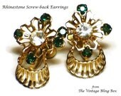 50s Screw-back Rhinestone Earrings with Emerald & Clear Chaton Crystal Accents in Gold Open Metalwork Motif - Vintage 50's Costume Jewelry
