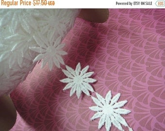 """3DAY SALE Simple beautiful 5 yards 2"""" width wedding bridal White cotton daisy trim by the yard (18 white  Daisies per yard )"""