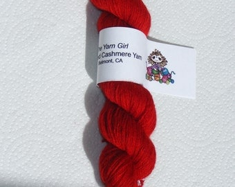 Red pure cashmere recycled  yarn