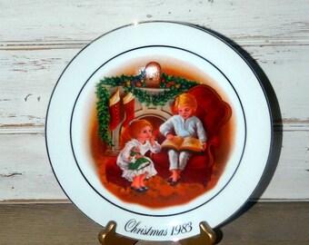 "Vintage Avon Christmas Plate - Christmas Memories Series - 1983 - ""Enjoying The Night Before Christmas"""