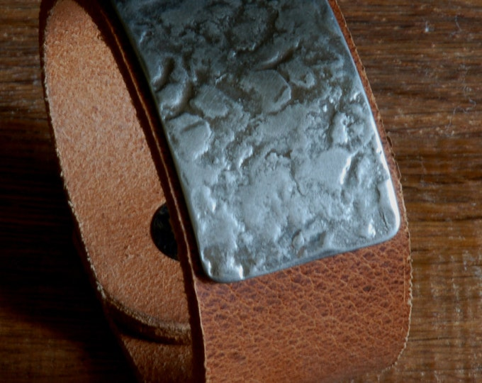 """Bracelet Cuff Silver Hand Forged Stainless Steel Unisex Canadian Made Distressed Leather Handcrafted Wrist Cuff Bracelet Size 8.75"""" w/ Snaps"""
