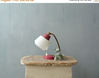 30% OFF SALE / Vintage 50s small bedside lamp. Red mid century lamp with white lampshade and brass neck