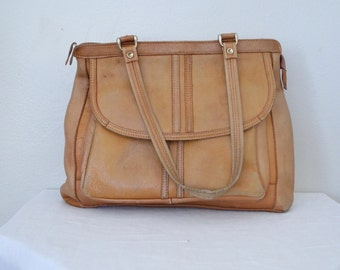 1970s blonde perfectly worn leather handbag // contessa boho purse with straps