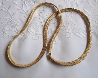 Vintage Gold Tone Herringbone Patterned Chain Necklace